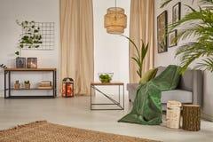 Żywy pokój z świecznikiem obrazy royalty free