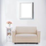 Żywy pokój z pustą plakata lub fotografii ramą Obraz Stock