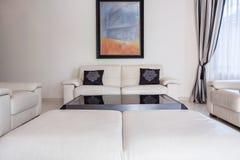 Żywy pokój w nowożytnym stylu Obraz Stock