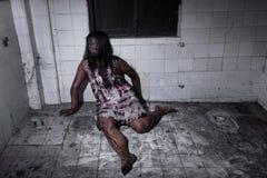 Żywy trup dziewczyna w nawiedzającym domu Fotografia Royalty Free