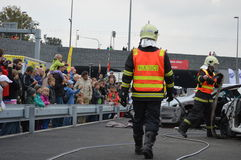 Rescate. Rescue action - Firefighters practicing extrication of casualties from car stock images