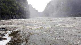 Zâmbia de ebulição de Zambezi River do potenciômetro Foto de Stock