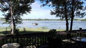 Zâmbia de Zambezi River da margem Imagem de Stock Royalty Free