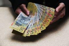 Zählung Australier 50 Dollarscheine Stockbild