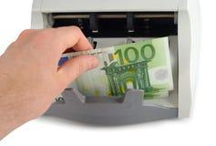 Zählung der Euro-Rechnungen Stockbild