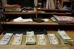 Zählung des Bargeldes Stockfoto