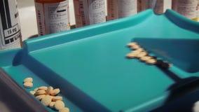 Zählung des rezeptpflichtigen Medikaments stock footage