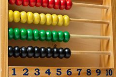 Zählung von Perlen Lizenzfreie Stockbilder