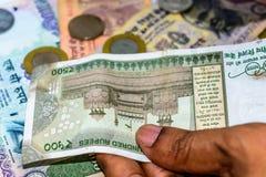 Zählung von Währung der indischen Rupie, Geld stockfotografie