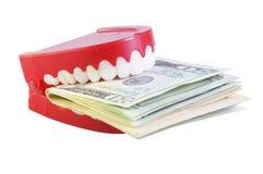 Zähne, die Dollar essen lizenzfreie stockfotos