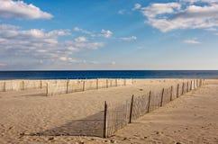 Zäune auf dem Strand Lizenzfreies Stockbild