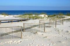 Zäune im Sand Stockfotografie