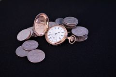 Złocista pocketwatch kopii myśliwego skrzynka z monetami zdjęcia stock