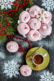 Zéfiro, café preto, flocos de neve e ramo spruce Imagem de Stock