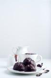 Zéphyr de chocolat et tasse de café Photos stock