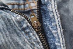 Zíper do blue-jeans fotografia de stock