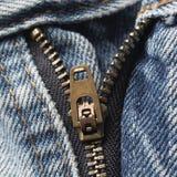 Zíper do blue-jeans fotografia de stock royalty free