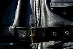 Zíper e bolso de couro pretos da correia do revestimento do motociclista Imagem de Stock Royalty Free