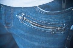 Zíper metálico na calças de calças de ganga no manequim mim imagem de stock royalty free