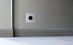 Zócalo de poder de la electricidad en fondo de la pared Fotografía de archivo