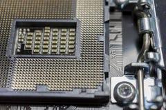 Zócalo vacío del procesador de la CPU en cierre de la placa madre encima de la macro Fotos de archivo