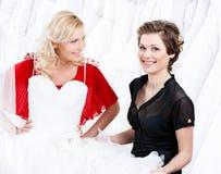Zögern über das Hochzeitskleid Lizenzfreie Stockbilder