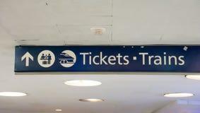 Züge und Etikettierung Stockfotos