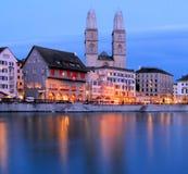 Zürich bij nacht Royalty-vrije Stock Foto's