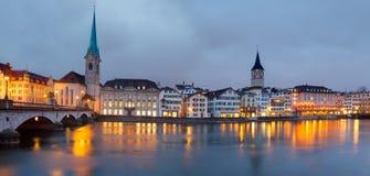 Zürich bij schemer Royalty-vrije Stock Foto