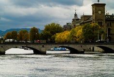 Zürich - rivier Stock Afbeeldingen