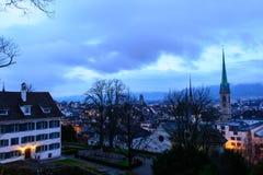 Zürich-Stadtbild an der Dämmerung Stockfotografie