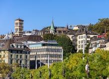 Zürich-Stadtbild mit Flaggen des Zürich-Filmfestivals Stockfotografie