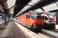 Zürich, Zwitserland - Juni 03, 2017: Hoofd de spoorwegstatio van Zürich royalty-vrije stock afbeelding
