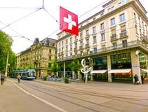 Zürich, Zwitserland - Mei 02, 2017: Het stadscentrum van Zürich, Zwitserland Mensen op de achtergrond Stock Afbeeldingen