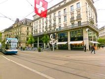 Zürich, Zwitserland - Mei 02, 2017: Het stadscentrum van Zürich, Zwitserland Mensen op de achtergrond Royalty-vrije Stock Afbeeldingen