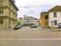 Zürich, Zwitserland - Mei 02, 2017: Het stadscentrum van Zürich, Zwitserland Mensen op de achtergrond Stock Foto's