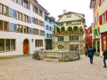 Zürich, Zwitserland - Mei 02, 2017: Het stadscentrum van Zürich, Zwitserland Mensen op de achtergrond Royalty-vrije Stock Afbeelding