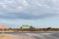 Złącze C22-road blisko Otjiwarongo i B1-road Zdjęcie Stock
