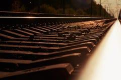 Złącze kolej ślad w pociąg staci przeciw pięknego lekkiego słońca nieba ustalonemu use dla gruntowego transportu Zdjęcie Royalty Free