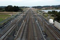 Złączeni ludzie: Wieloskładnikowe linie kolejowe w europejczyka krajobrazie Fotografia Stock