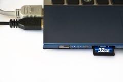 Złączeni zewnętrznie przyrząda laptopu zbliżenie fotografia royalty free
