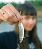 złapani pierwszy rybi dziewczyny ręki chwyty Obrazy Stock