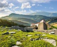 Złożony krajobraz z fortecą w drewnach na halnym zboczu Zdjęcie Royalty Free