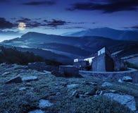 Złożony krajobraz z fortecą w drewnach na halnym zboczu Fotografia Stock