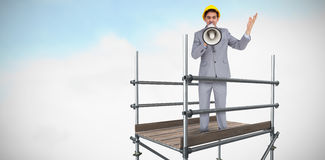 Złożony wizerunek architekt krzyczy z megafonem 3d z ciężkim kapeluszem Zdjęcia Stock