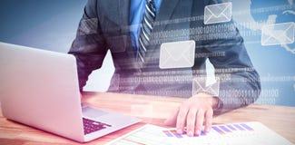 Złożony wizerunek biznesmen używa laptop podczas gdy sprawdzać wykres Zdjęcia Royalty Free