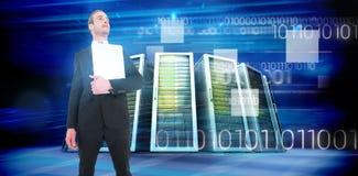 Złożony wizerunek biznesmena mienia przyglądający up laptop Zdjęcia Stock