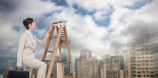 Złożony wizerunek bizneswoman kariery wspinaczkowa drabina z teczką Zdjęcie Royalty Free