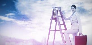 Złożony wizerunek bizneswoman kariery wspinaczkowa drabina z teczką i patrzeć kamerę Zdjęcia Royalty Free
