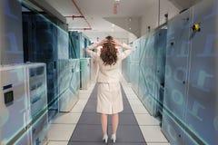 Złożony wizerunek bizneswoman z rękami na kierowniczy trwanie kamera z powrotem Obrazy Stock